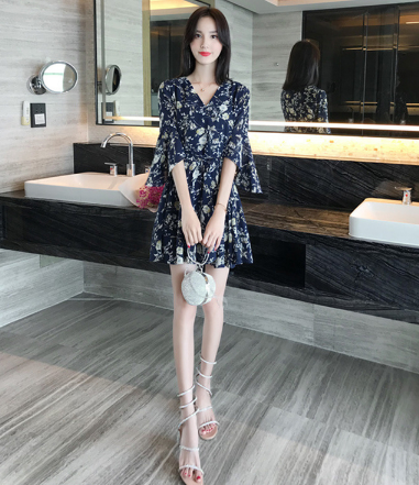 夏季穿短裙配马丁靴可以吗2