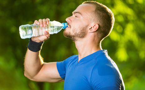剧烈运动后喝冰水为什么会猝死1