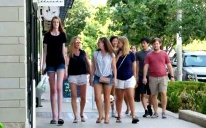 美国17岁少女打破世界最长腿吉尼斯纪录