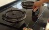 烧水时水溢出来在煤气灶上应该怎么办