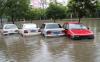 汽车泡水自己叫拖车还是等保险